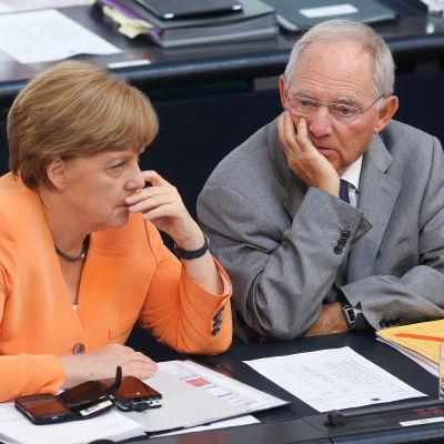 Tysklands förbundskansler Angela Merkel och finansminister Wolfgang Schäuble den 1 juli 2015.