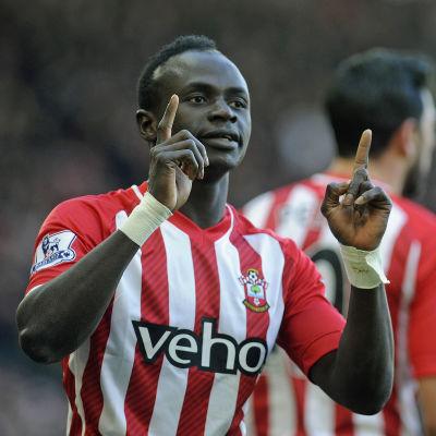 Sadio Mane firar mål mot Aston Villa i Premier League.