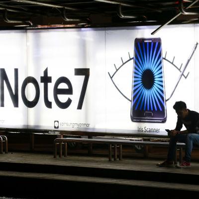 Reklam för Note 7-modellen i Rangoon i Burma 11 oktober 2016.