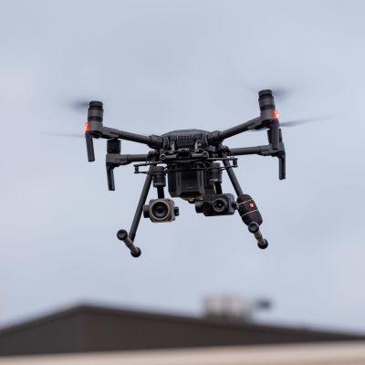 poliisin drooni ilmassa
