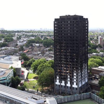 Över 50 människor befaras ha omkommit i höghuset Grenfell Tower som idag är ett stålskelett