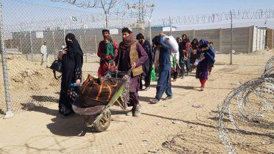 Afghanska flyktingar vid pakistanska gränsen. Chaman 18.8.2021