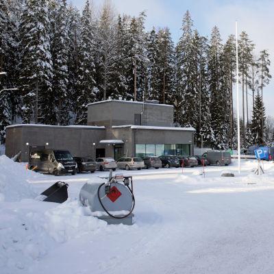 Rakenteilla oleva Mikkelin uusi jätevedenpuhdistamo helmikuussa 2021.