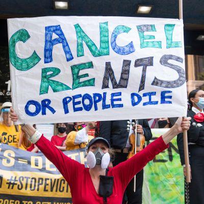 Demonstrant i Los Angeles som protesterar.