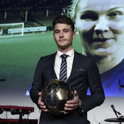 Kaan Kairinen premieras som årets U21-spelare i november 2017.