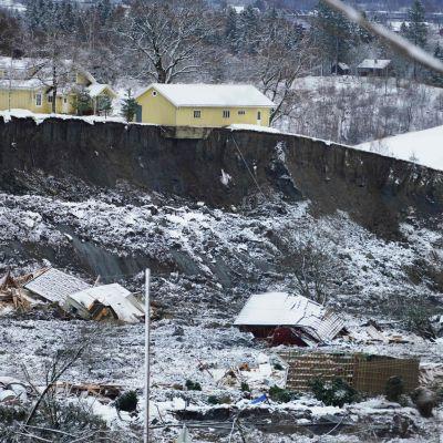Hus har rasat på grund av jordskred i Norge.