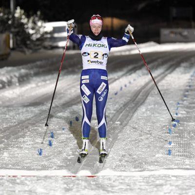 Anne Kyllönen saapuu maaliin.