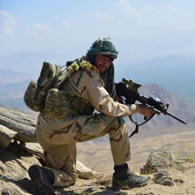 Anti-Taliban sotilas.