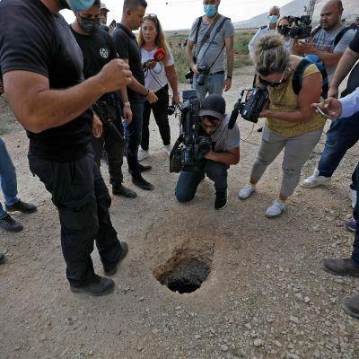 Hålet som de palestinska fångarna rymde ut genom.
