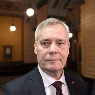 Antti Rinne anländer till Ständerhuset 14.5.2019.