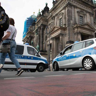 Polisavspärrningar vid katedralen i Berlin.