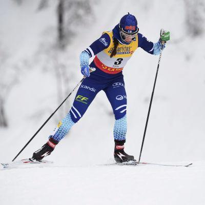 Krista Pärmäkoski åker fristil i Ruka.