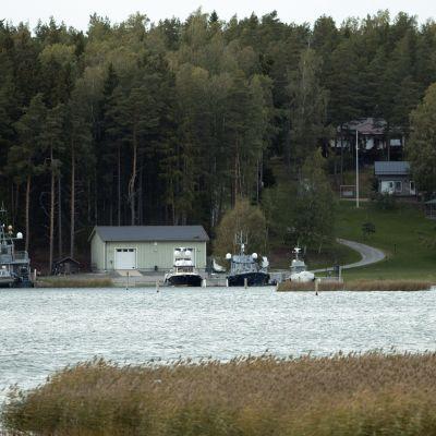 Airiston Helmis fastigheter och båtar på Ybbernäsvägen i Pargas 25.9.2018