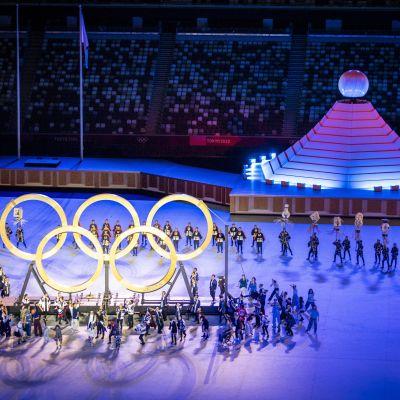 OS-ringarna på stadion i samband med OS-invigningen.
