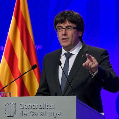 Kataloniens regionpresident Carles Puigdemont under en presskonferens i Barcelona 2.10.2017.