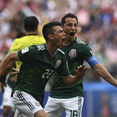 Hirving Lozano jublar efter ett mål mot Tyskland
