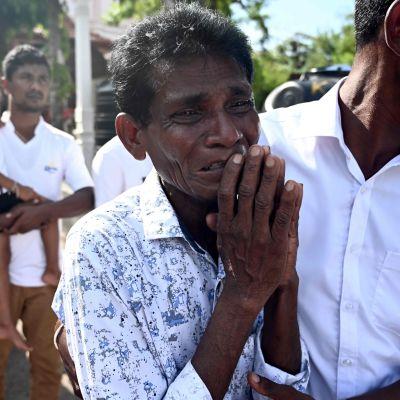 Man sörjer i Sri Lanka.