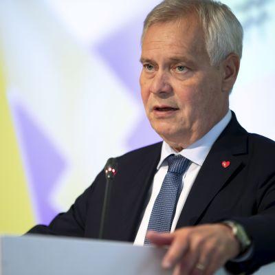 Antti Rinne vid kommunmötet i Nyland i augusti 2019.