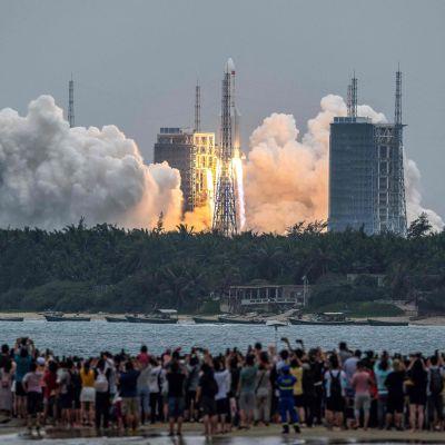 Raketen Long March 5B sköts upp i rymden den 29 april från rymdstationen Tinahe.