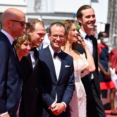 Jussi Rantamäki, Dinara Drukarova, Yoriy Borisov, Juho Kuosmanen , Seidi Haarla ja Tomi Alatalo Cannesissa punaisella matolla.