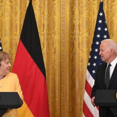 Angela Merkel och Joe Biden sida vid sida i Vita huset.