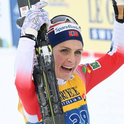 Therese Johaug vann nyårsaftonens lopp.