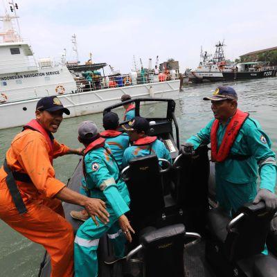 räddningsarbetare i Indonesien