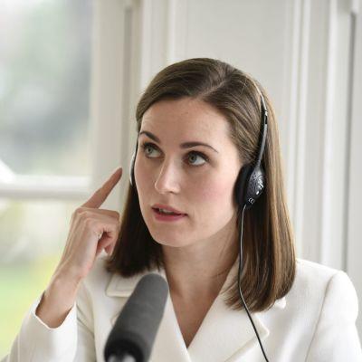 Pääministeri Sanna Marin valmistautui Ylen Radio Suomen pääministerin haastattelutuntiin Kesärannassa Helsingissä 24. lokakuuta 2021.