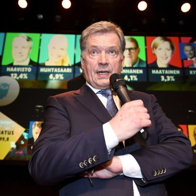 Sauli Niinistö talar under presidentvalet 2018.