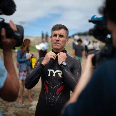 Ben Lecomte simmar över Stilla havet för att belysa problemen med plast i haven.