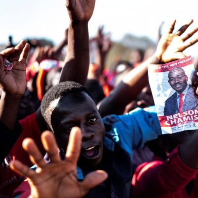 Zimbabwe väljer ny ledare.