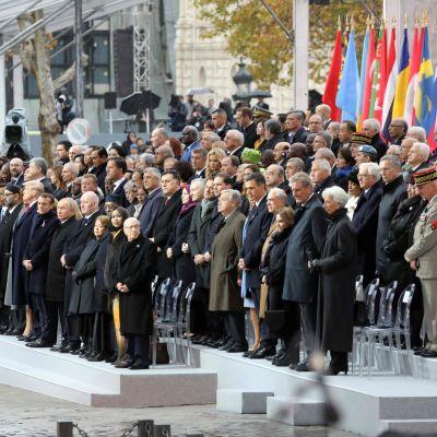 Världsledare deltar i 100-årsfestligheterna i Paris.