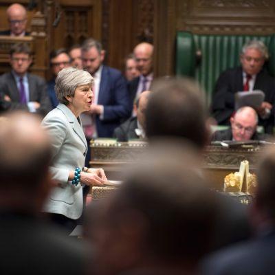 Premiärminister Theresa May i underhuset på måndag kväll då hon medgav att hon ännu inte har tillräckligt stort stöd för sitt brexitavtal.