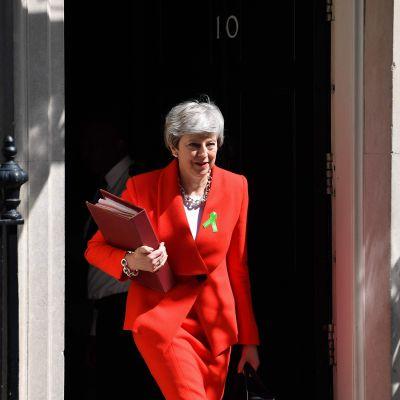 Storbritanniens premiärminister Theresa May utanför sin tjänstebostad Downing Street 10
