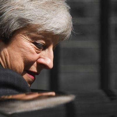 Theresa May lämnar Downing Street 10