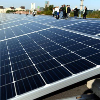 Solkraft på taket till Mässcentrum i Helsingfors 27.8.2019