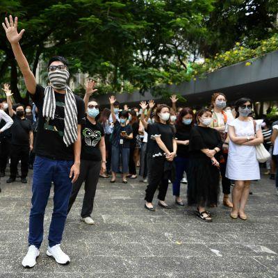 Demonstranter protesterar mot maskeringsförbud i Hongkong 4.10.2019