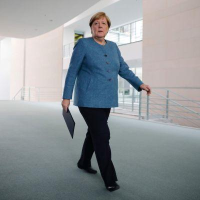 Angela Merkel på väg att kommentera förgiftningen av Aleksej Navalnyj. Berlin 2.9.2020.