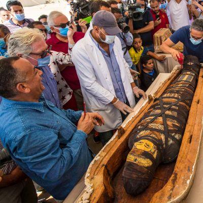 Mumier hittades i träsarkofager i Egypten