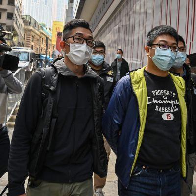 Ben Chung som tillhör en pro-demokratigrupp grips av polisen 6.1.2021