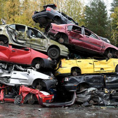 Skrotning av bilar i Kuusakoski i Vanda 21.10.2020
