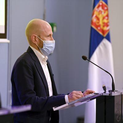 THL:n ylilääkäri Otto Helve kertoo alueiden eroista koronatilanteessa.