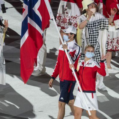 Norge på OS-invigningen på OS-stadion i Tokyo.