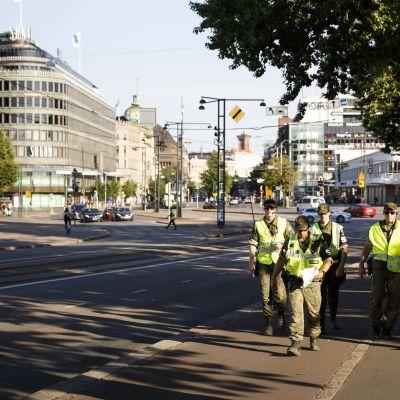 Poliser i centrum av Helsingfors