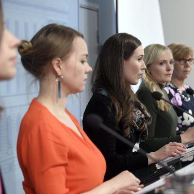 Regeringens fem ministrar höll presskonferens om rambudgeten och tilläggsbudget,