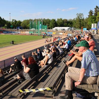 Yleisöä Paavo Nurmen kisoissa 2021