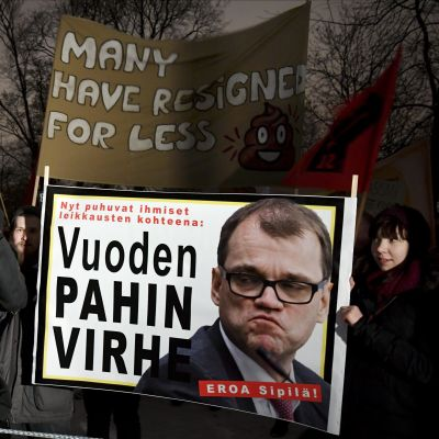 Demonstration mot Juha Sipilä utanför Finlandiahuset