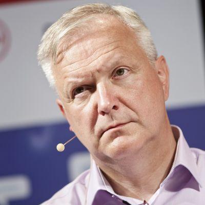 Näringsminister Olli Rehn (C) vid Suomi Areena i Björneborg den 17 juli 2015.