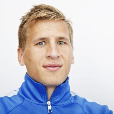 Närporträtt av fotbollsspelare.