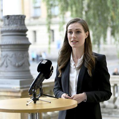 Pääministeri Sanna Marin puhui medialle Säätytalossa pidettyjen valtioneuvoston yleisistunnon ja hallituksen neuvottelujen jälkeen Helsingissä 2. syyskuuta 2021.